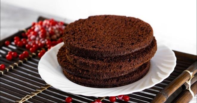 Шоколадный бисквит для торта - идеальная основа для праздничного десерта