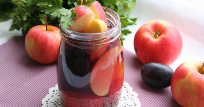 Компот из яблок и слив на зиму - вкусный и полезный напиток для всей семьи