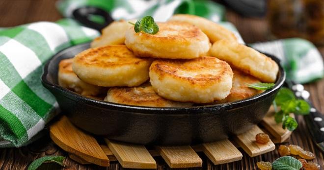 Как приготовить сырники из творога на сковороде по проверенным рецептам?