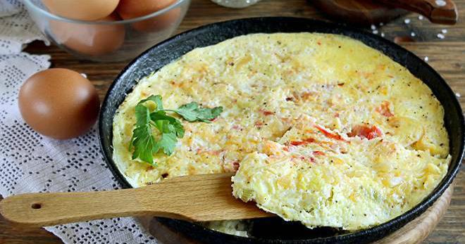 Пышный омлет с молоком на сковороде - лучшее блюдо для завтрака!