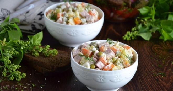 Классический зимний салат с колбасой - рецепт очень вкусного блюда для любого стола!