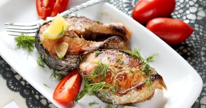 Горбуша жареная на сковороде: рецепты сочного мяса со сметаной...