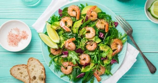 Самый вкусный салат с креветками и авокадо для любого застолья