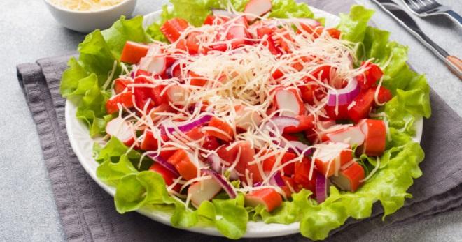 Салат с крабовыми палочками и сыром - закуска для любого торжества!