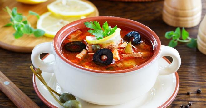 Классический суп-солянка - рецепты сытного, ароматного блюда из разного мяса