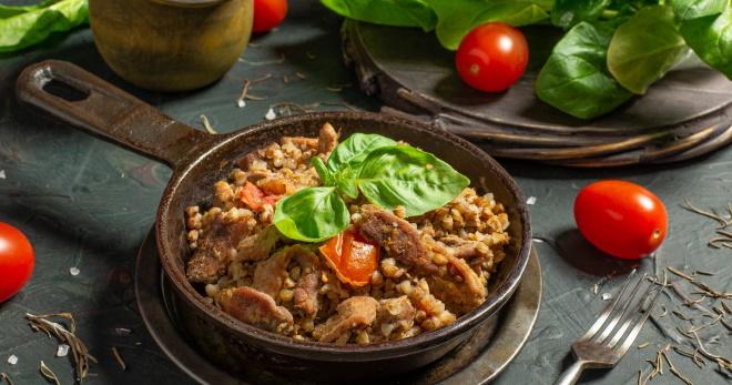 Гречка с мясом на сковороде - вкусно, быстро, сытно!