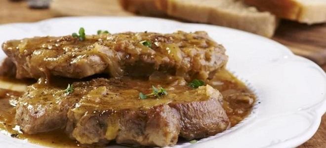 эскалоп из свинины с луком
