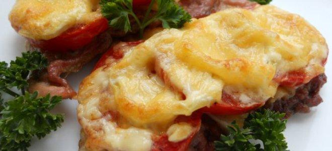 говядина с помидорами и сыром в духовке