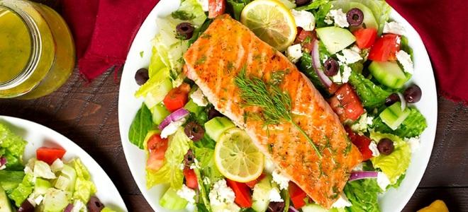 греческий салат с рыбой рецепт