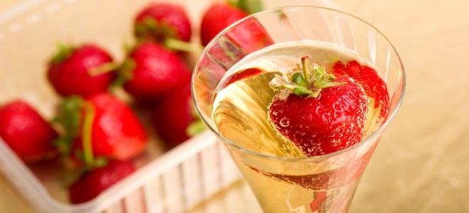 игристое клубничное вино