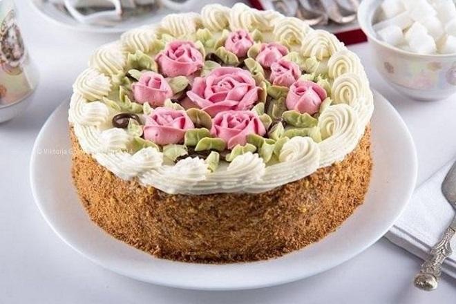 Как красиво украсить торт масляным кремом