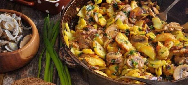 Как пожарить маслята с картошкой на сковороде