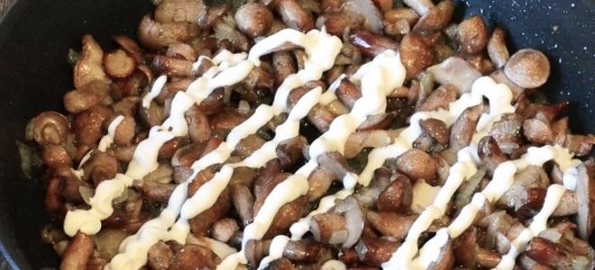 Как пожарить замороженные маслята на сковороде