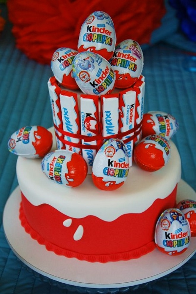 Как сделать торт «Киндер сюрприз» идеи декора 4
