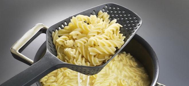 Варим макароны: советы против слипшихся изделий
