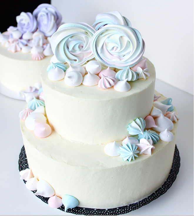 Как украсить торт кремом-безе