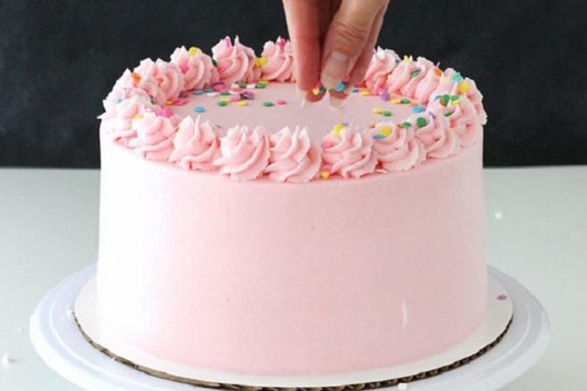 Красивый торт из крема для девочки 6