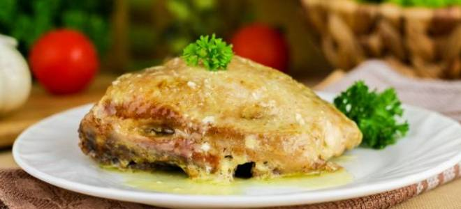Куриные бедра в сметанном соусе в мультиварке
