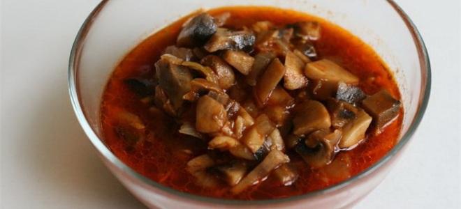 Маслята, маринованные в томатном соусе