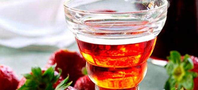Наливка из чайной розы и клубники