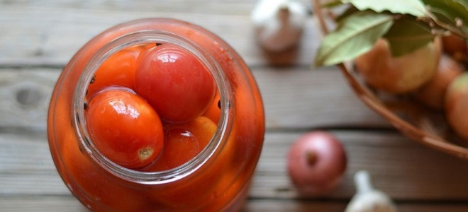 Рецепт соленых помидоров в банках без уксуса