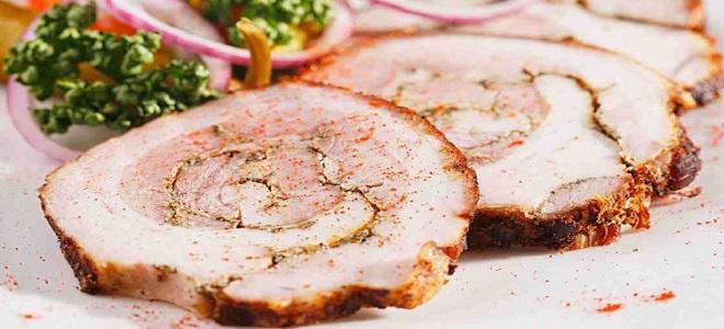 Рулет из свинины в духовке в рукаве