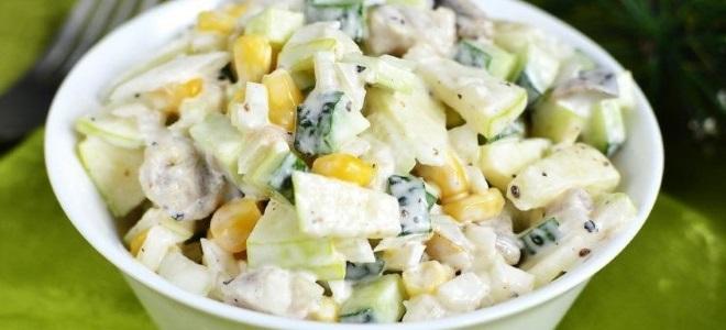 salat_s_konservirovannoy_sayroy_i_kukuruzoy.jpg