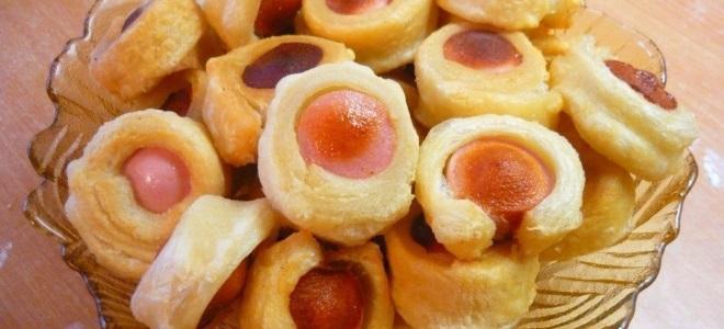 Слойки с сосисками в духовке - рецепт пошаговый с фото