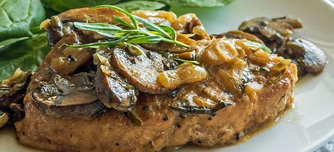 Свинина с грибами в рукаве в духовке