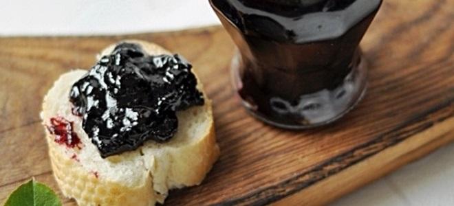 Варенье из черноплодки с вишневым листом
