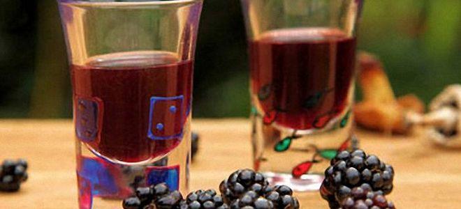 вино из красной смородины и ежевики