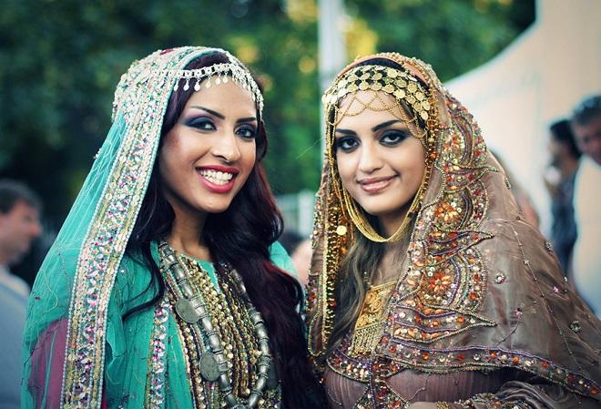Оманские женщины в праздничном наряде
