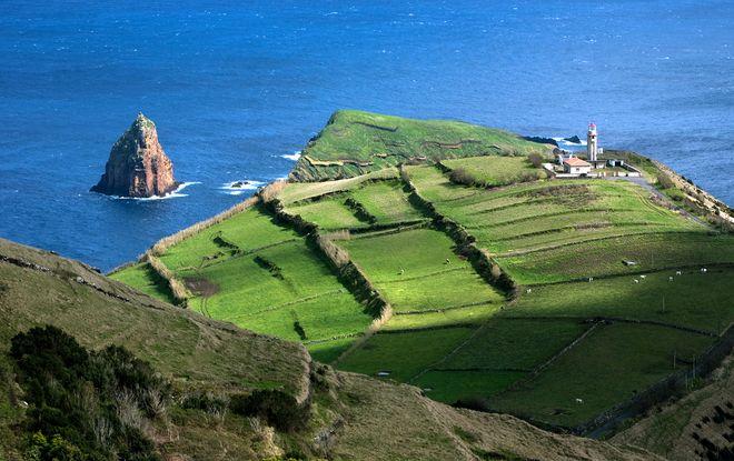 Один из маяков острова Грасиоза