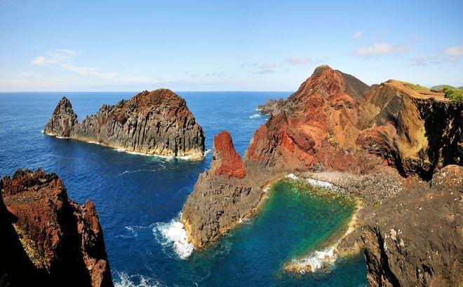 Скалистое побережье острова Грасиоза