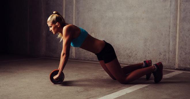 Упражнения с роликом для пресса для начинающих, женщин и мужчин