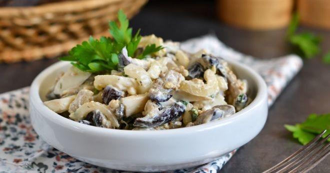 Салат с грибами и курицей, ветчиной, фасолью, грибами, кальмарами, ананасами, крабовыми палочками и другие рецепты