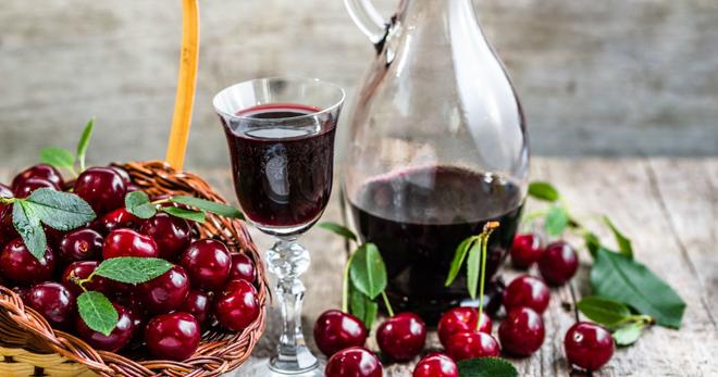 Вишневая наливка в домашних условиях – классический рецепт, варианты на водке, спирту, самогоне и коньяке