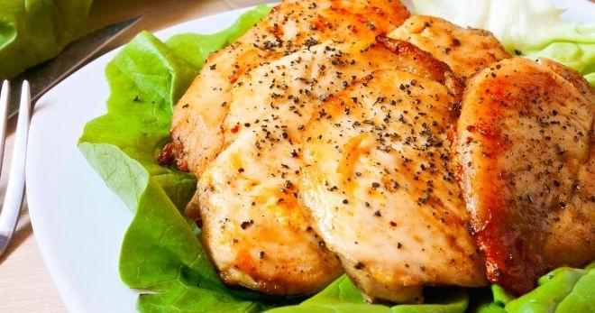 Куриная грудка, запеченная в духовке с картошкой, под шубой, со сметаной, в соусе и помидорами