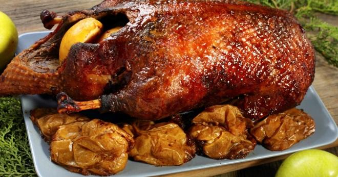 Как приготовить утку по-пекински, фаршированную гречкой, с картошкой, яблоками и апельсинами