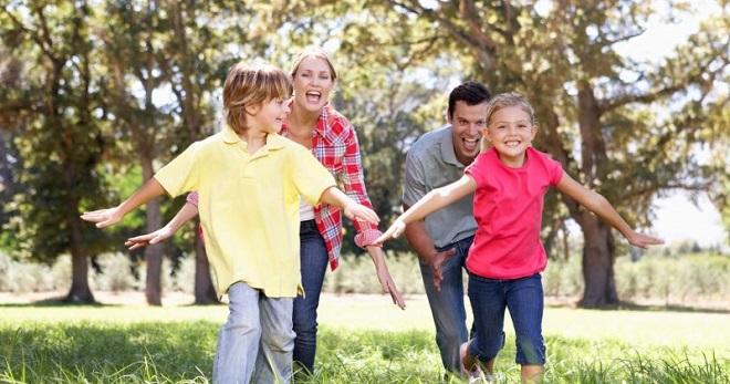 Игры для всей семьи в домашних условиях – «Угадай, кто я», в ассоциации, «Фанты», «Показуха» и другие