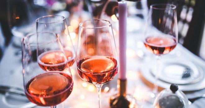 Гид по розовому вину: как выбрать, как подать, с чем пить