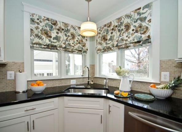 кухни с окном угловые фото