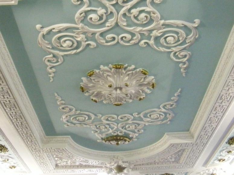 мазков поддается как украсить потолок из гипсокартона лепниной фото красивым ухоженным