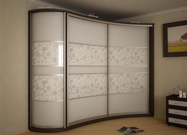 встроенные шкафы купе в интерьере спальни