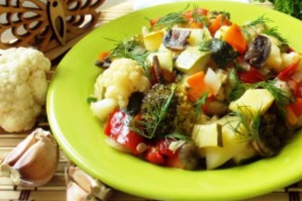 Тушеная капуста с кабачками и помидорами в мультиварке Редмонд