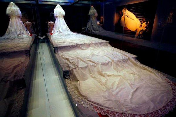 7f8d7e8d8a2 Свадебное платье принцессы Дианы 1
