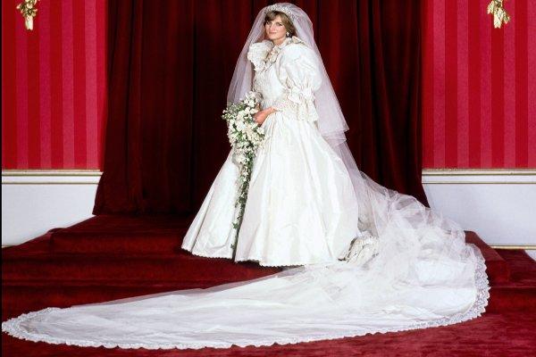 f316cb7d554 ... Свадебное платье принцессы Дианы 3