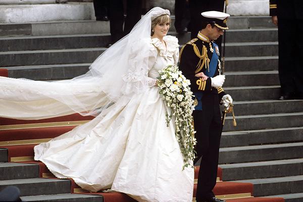 9589a3736e6 Свадебное платье принцессы Дианы