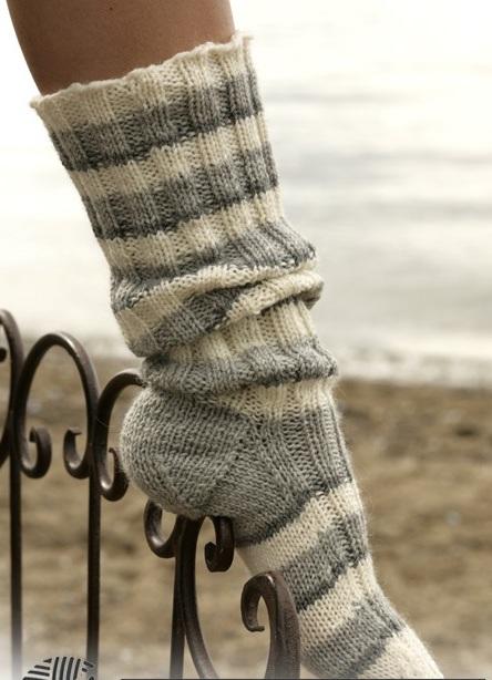 вязаные спицами носки