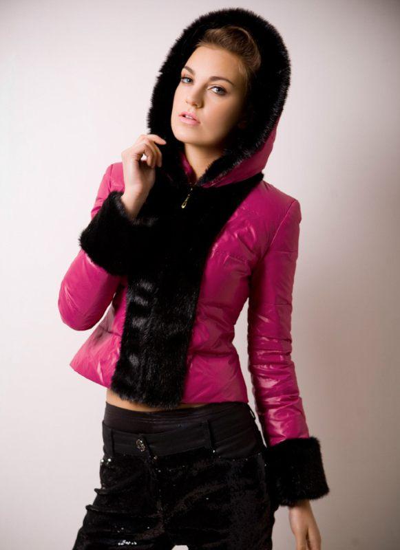 c5a090d7421 Женская зимняя куртка с капюшоном